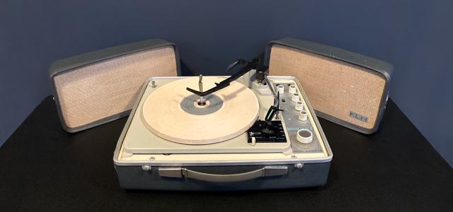 #0095835 KLH Model Eleven Portable Phonograph