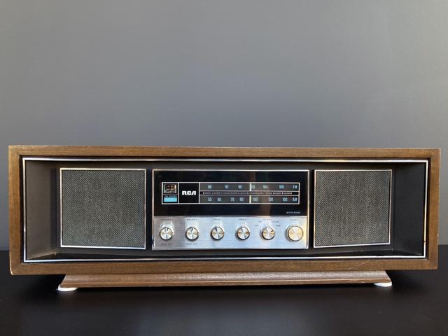 RCA RLC-75W FM Stereo Radio